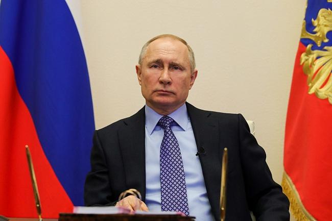 Владимир Путин: «Люди, которые работают вэтойсфере (вывоз круглого леса зарубеж) десятилетиями, вцелом неплохо заработали, унихесть достаточные ресурсы дляинвестиций впереработку»