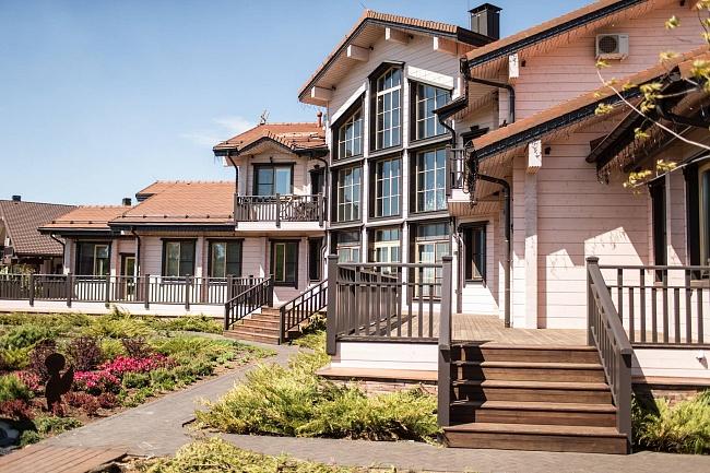Деревянному дому предложили подешеветь: почему бизнес неоценил идею оскидке надомокомплекты