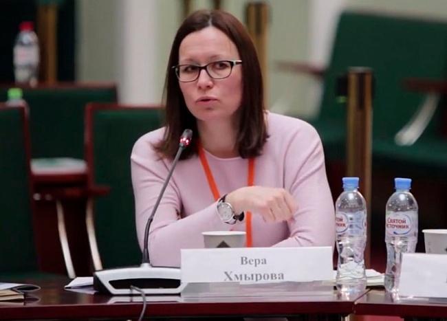 ВераХмырова: «Еслибанки нехотят стимулировать спрос, тосамМинпромторг придет кпотребителям идаст скидку надеревянные дома»